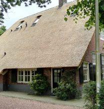Boerderijwoning met rieten dak